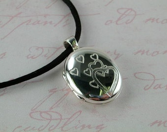 Sterling Silver Locket Queen of Hearts -