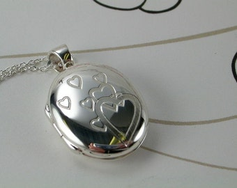 """Sterling Silver Locket  - Queen of Hearts with 18""""chain"""