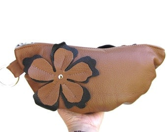 Cute Leather clutch pleated bottom and flower applique - Oak-tan