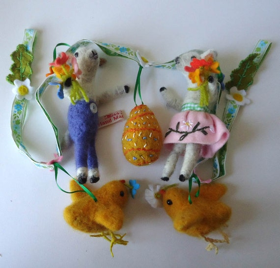 Hand Made British Wool, Needle felted Easter  Garland , With two  Spring Lambs, two Chicks and a felted Egg