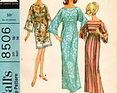 Misses Pull-On Robe Pattern McCall's 8506