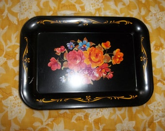 Petite Black tray with roses