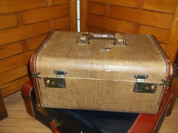 Reduced 38 Vintage tweed and leather train case with key