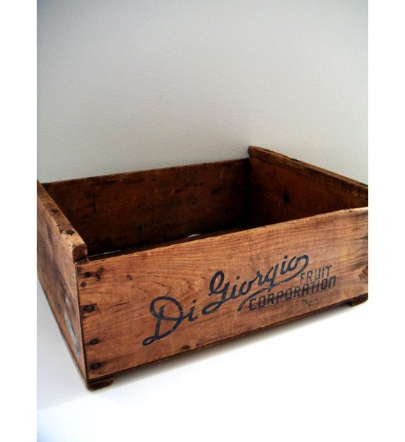 Vintage digiorgio wooden fruit crate for Wooden fruit crates