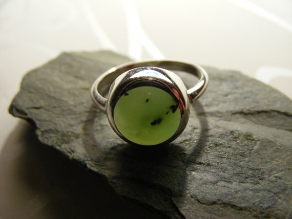 Walk Away.   Soft Green Russian Jade Ring In Sterling silver. GBP38