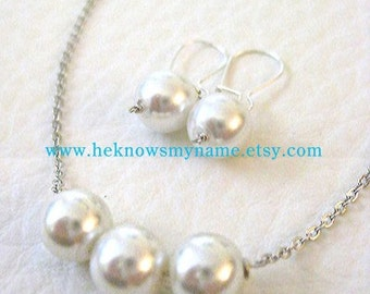 Wedding Party Bridesmaids Jewelry Gift Ideas (Free U.S. Shipping), Trinity Pearl Necklace and Earrings Set in a Gift Box