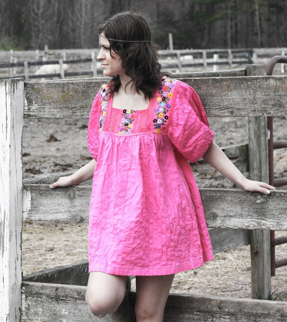 flower child 60s mexican minidress. crochet embroidered neckline and balloon sleeves.