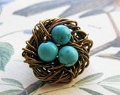 momma bird brooch (3 little bronze)