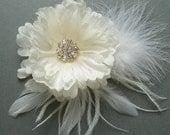 Ivory Bridal Hair Flower Clip, Bridesmaid Head Piece, Wedding Fascinator, Feather Flower Rhinestone, comb pin barrette