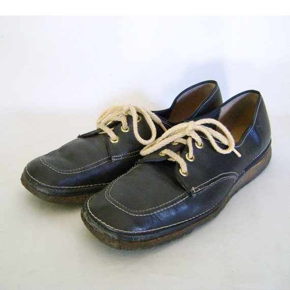 Vintage Shoes in Navy Blue Comfortable Work Shoe size 8 1/2