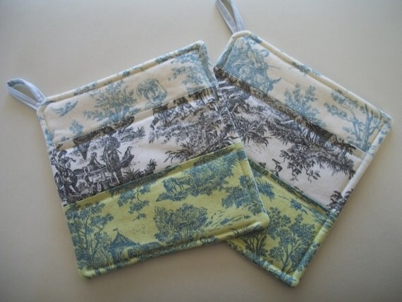 Set of 2 Toile Potholders French Country
