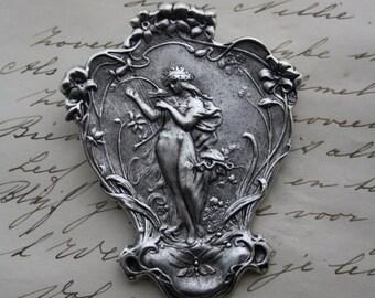 Beautiful lady brooch - nouveau victorian elegant -
