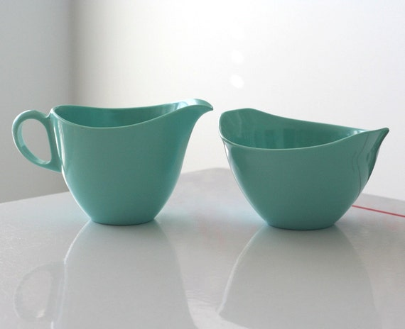 Oneida Deluxe Turquoise Plastic Creamer and Sugar Set
