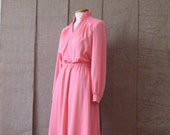 Vintage 1970s Pink Dress / Ruffle Collar / 70s Secretary Dress / V-neck /  Summer Dress / Size Medium / Vintage / Spring