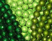 30 Drawbench Drizzlers Glass Beads 8mm Green Mix