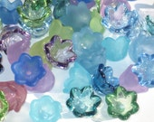 60 Tulip Bell Acrylic Flower Beads Waterlily Sparkle 10mm