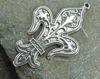 Vintage Flourish - Sterling Silver Fleur De Lis Pendant - One Piece