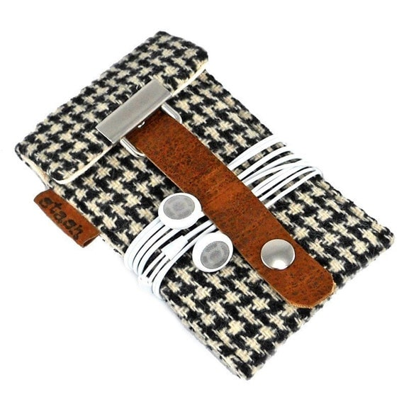 iPod Touch / Classic case - black and white vintage houndstooth  wool