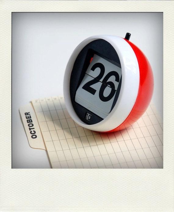 Perpetual Calendar Desk : Perpetual desk calendar no red retro flip number