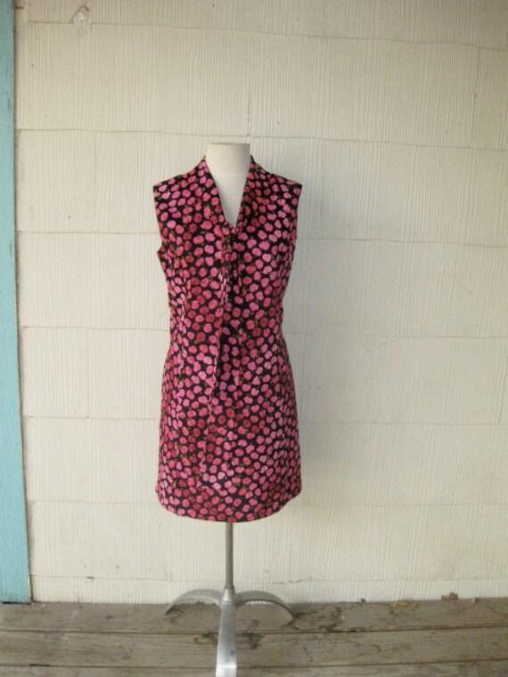 VINTAGE 1960s floral dress mini roses neck tie pink