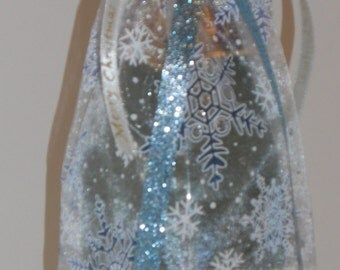 Christmas Snow Flake Wine Bag with Ribbons and Announcement Tag