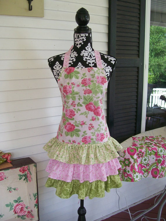 Shabby in Roses, Chic in Style Glamour Girl Apron
