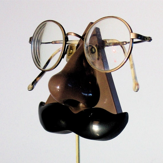 Chocolate Brown Nose Eyeglass stand