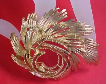 Gold tone Textured  Unsigned  Coro Brooch