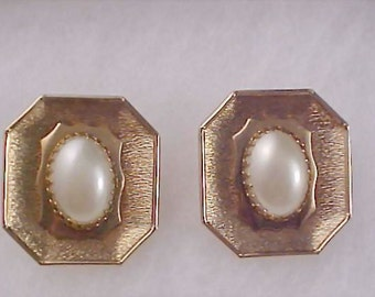 Simulated Pearl Cabochons Gilt gold Clip Earrings