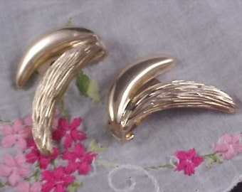 BERGERE - Textured & Polished Gold Tone Clip Earrings