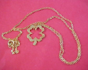 18KT Gold Plated Floating Shamrock Pendant & Chain - St. Patrick's Day