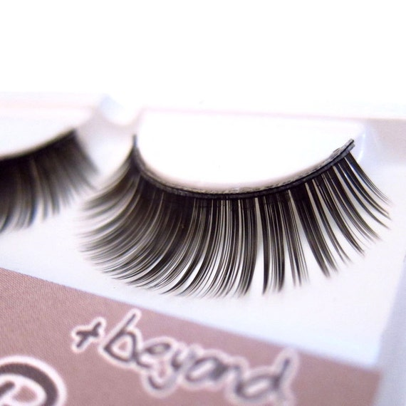 LA DONNA n.10 - False Eyelashes (Glue included) - Reusable, Perfect for Everyday Wear, Halloween Costume, Cosplay, add Drama to the Eyes