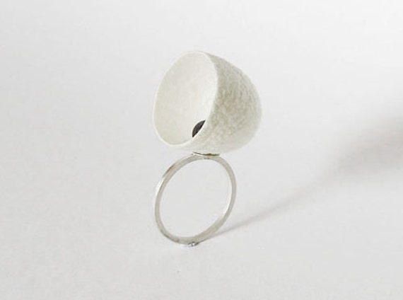 New Born, cocoon, pearl and sterling silver ring, size 7