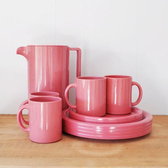 Vintage Mod Pink Ingrid LTD picnic dish set
