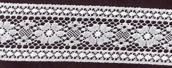 White lace trim 15 yds           (3259)
