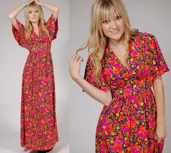 1970s Boho Maxi Dress Bright FLORAL w/ FLUTTER SLEEVES s/m