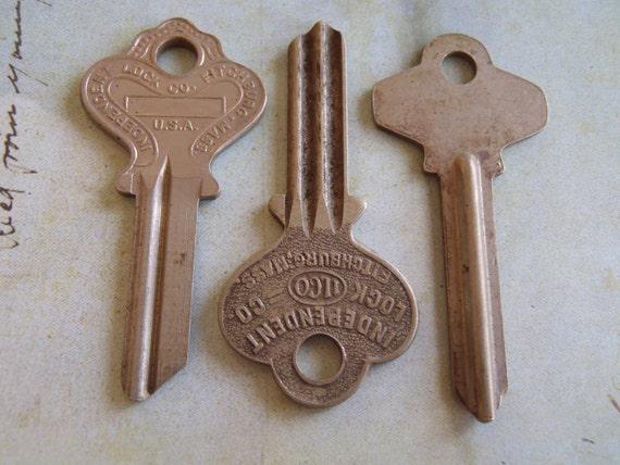 Vintage Antique keys -  Steampunk - Altered art t5