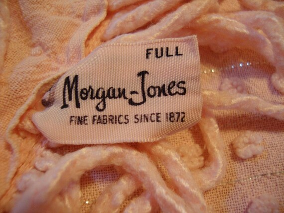 Morgan Jones Pink Popcorn with Silver Threads Chenille Bedspread Full size