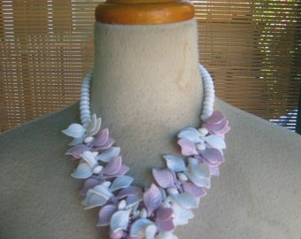 Vintage 50s Lavender And White LUCITE Necklace LEAF And BERRIES 1950s