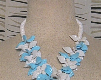 Vintage 50s Blue And White LUCITE Necklace LEAF And BERRIES 1950s