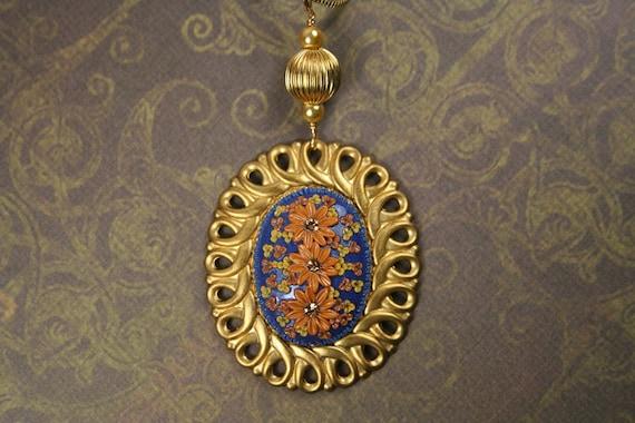 thinking of india - striking pendant