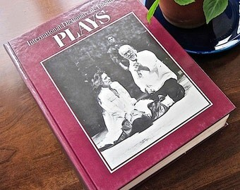 International Dictionary Theatre V 1 Plays  Illustrated. Reference. Hardcover. Drama. Play Plots. Bibliography. History. Theater. Biography.