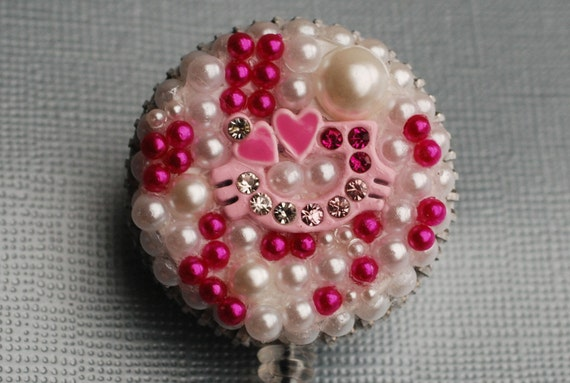Hidden Hello Kitty Pearly Vintage Zipper ID Badge Reel