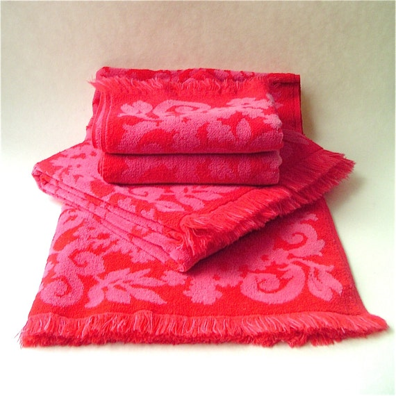 Vibrant Vintage Pink And Red Floral Bath Towel Set