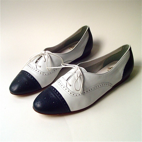 80s vintage Bass Navy Blue and White Leather Spectator Shoes
