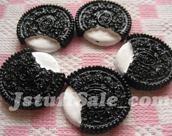 Oreo style cream sandwich cookie cabochons 5 pcs (Y152)
