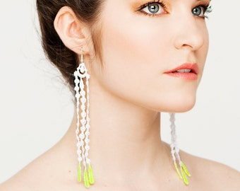 Lace earrings - Seagrass - White lace with neon yellow tips