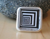 Retro Glass Tile Ring White and Black Psychedelic Design