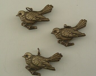 BIRD Pendant Charm Vintage Brass Sparrow -  3 pcs