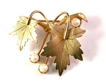 Vintage Sarah Coventry leaf Brooch with Cultured Pearls 1960s Precious Set